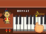 Nauka gry na fortepianie z małym pieskiem
