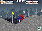 Spiderman: niebezpieczny pościg na motorze